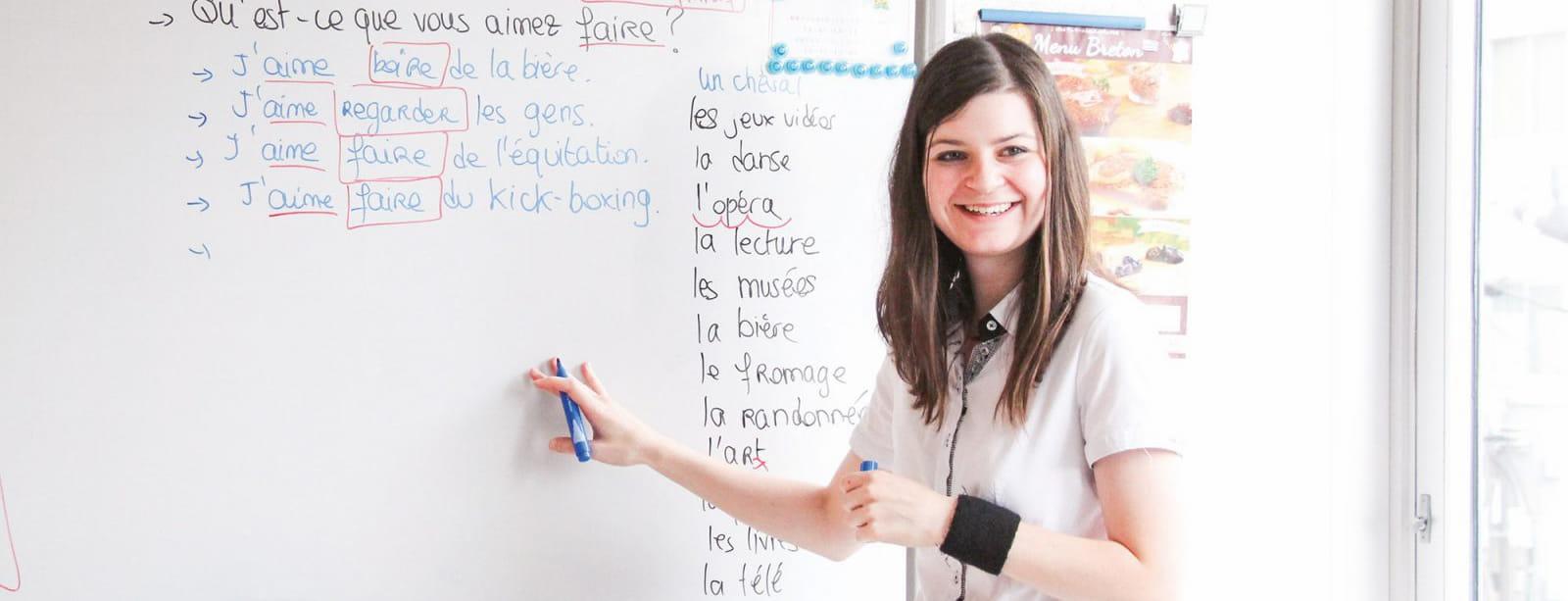 フランス語を教える講師