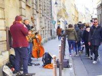 パリの路上ミュージシャン